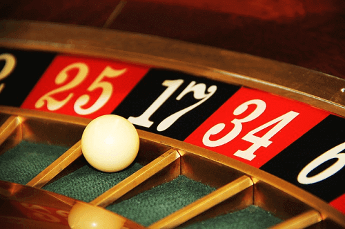 roulette wheel with ball showing betting systems