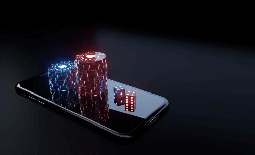 Foto de dados y fichas en la parte superior del teléfono inteligente