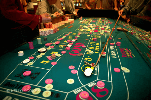 Craps Online Table - Collecting Bets